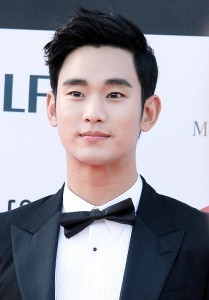 Kim_Soo-hyun_2014_PaekSang_Arts_Awards06b