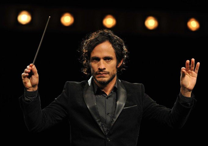 gael-garcia-bernal-mozart-in-the-jungle