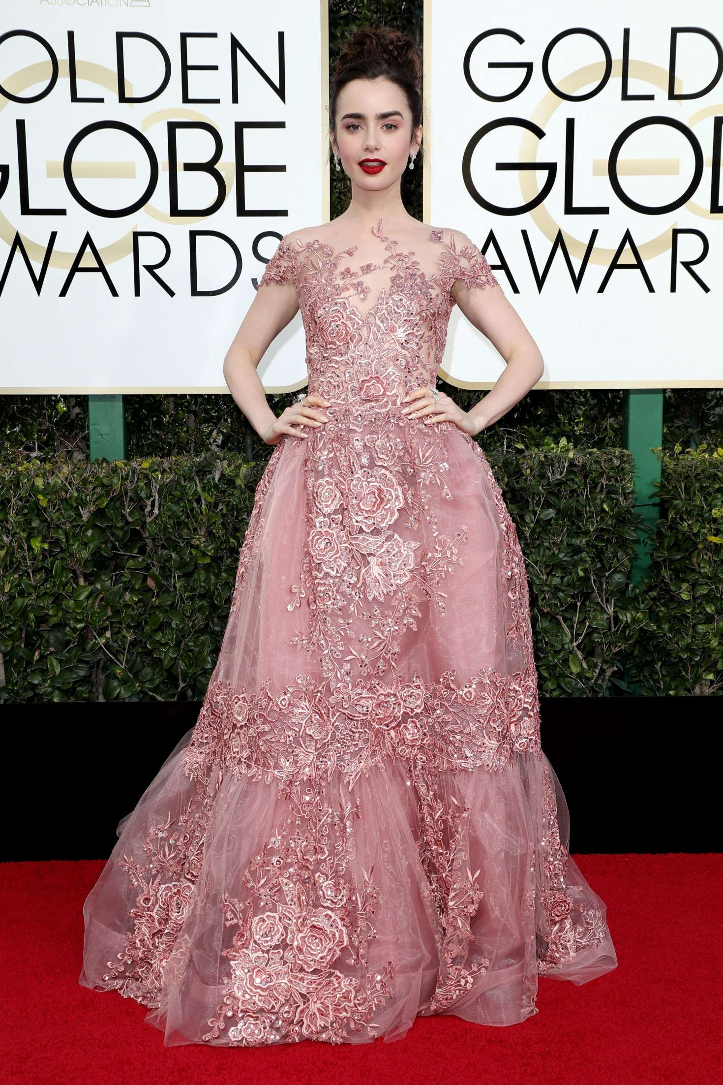 lily-collins-74th-annual-golden-globe-awards-04
